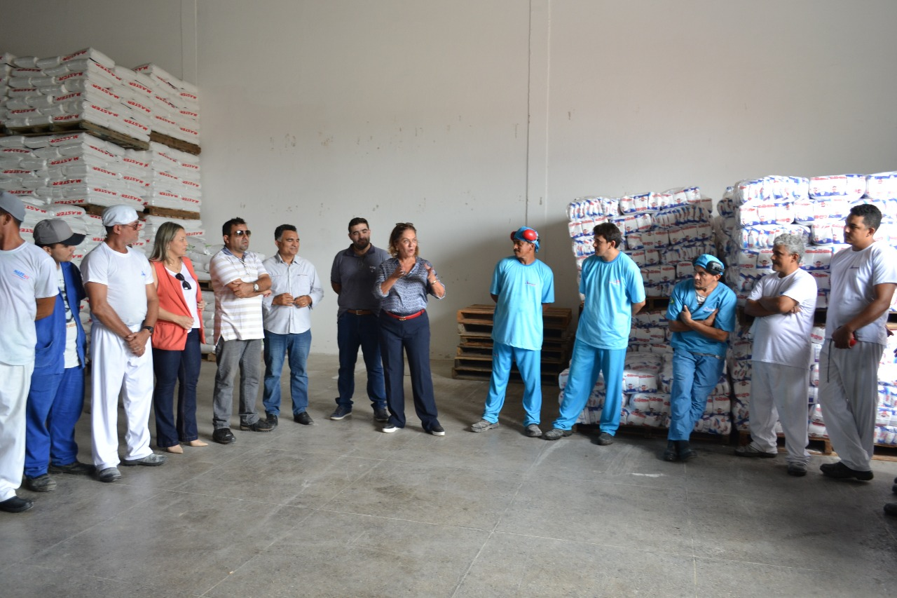 Prefeita visita empresa salineira e reafirma apoio ao setor