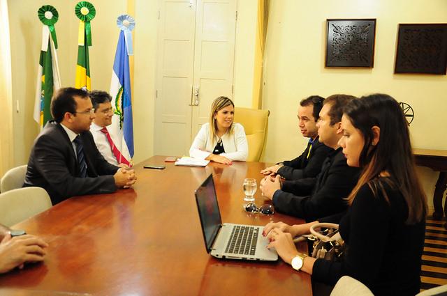 Prefeita em exercício recebe representantes do Banco do Brasil