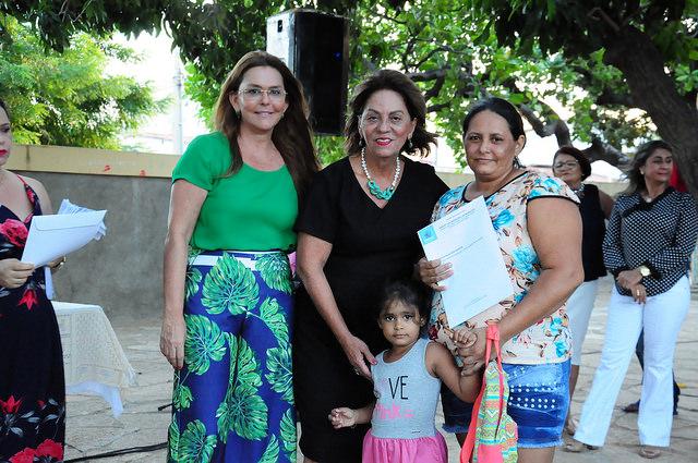 Município entrega títulos de posse a moradores do bairro Quixabeirinha
