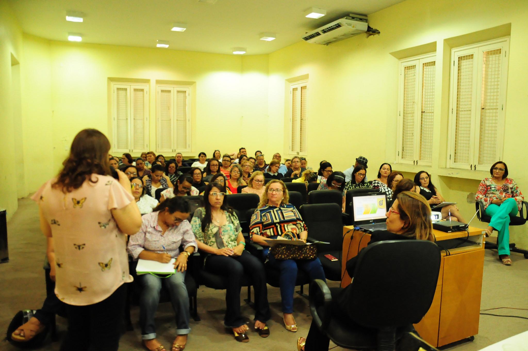 Mais de 80 diretores participam de seminário da Educação