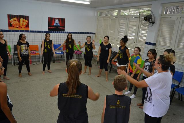 Escola de Artes tem primeiro dia de aula do ano com 25 turmas