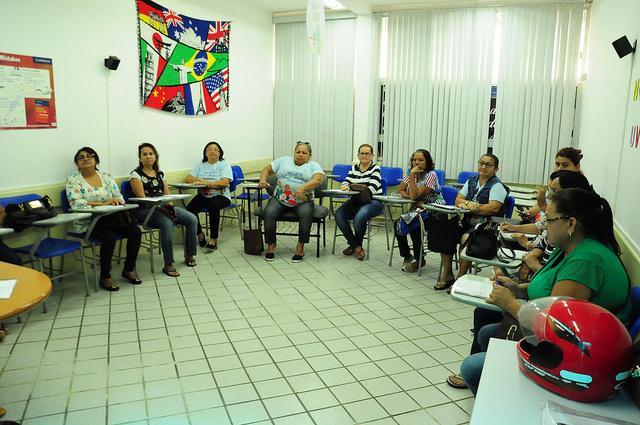 Aposentados e pensionistas do projeto Viver Melhor participam de curso de cupcakes e brigadeiros gourmet