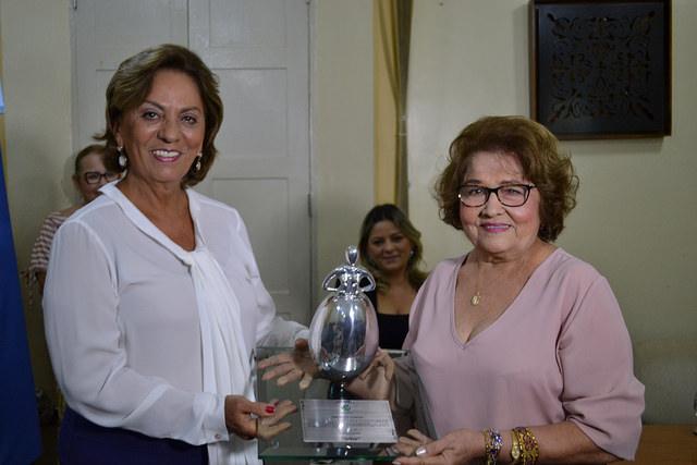 Joana D'arc Fernandes Coelho recebe homenagem do Tributo Ana Floriano