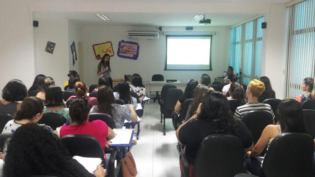 Proteção Básica capacita estagiários do programa Criança Feliz