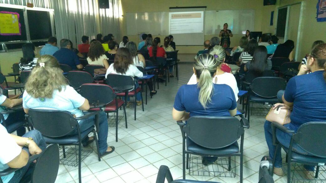 Servidores públicos na iminência da aposentadoria participam de palestra realizada pelo PREVI