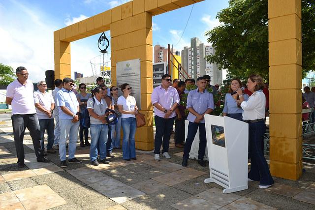 Prefeita assina ordem de serviço para recuperação do canteiro central da Avenida Augusto Severo
