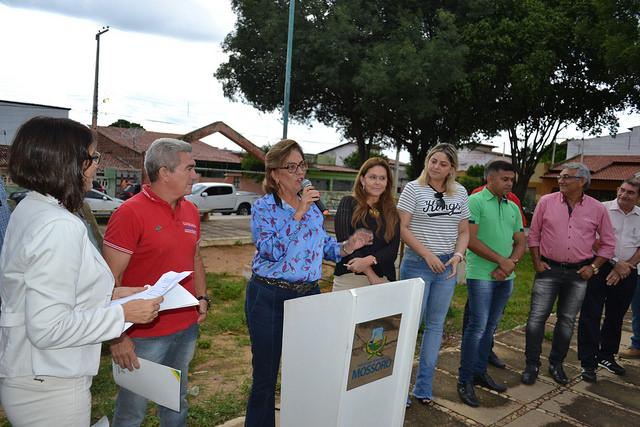 Prefeita destaca bom uso do IPTU ao assinar reforma da praça Maria Auxiliadora de Souza