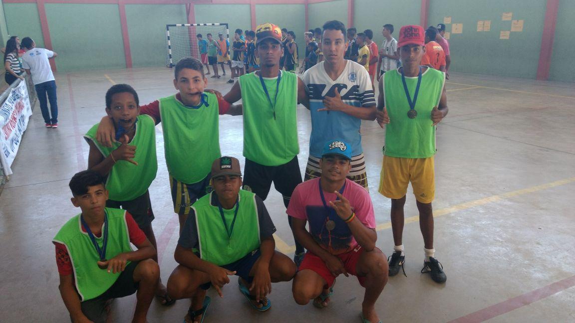 Cerca de 300 jovens atendidos nos equipamentos sociais participam de torneio de futsal