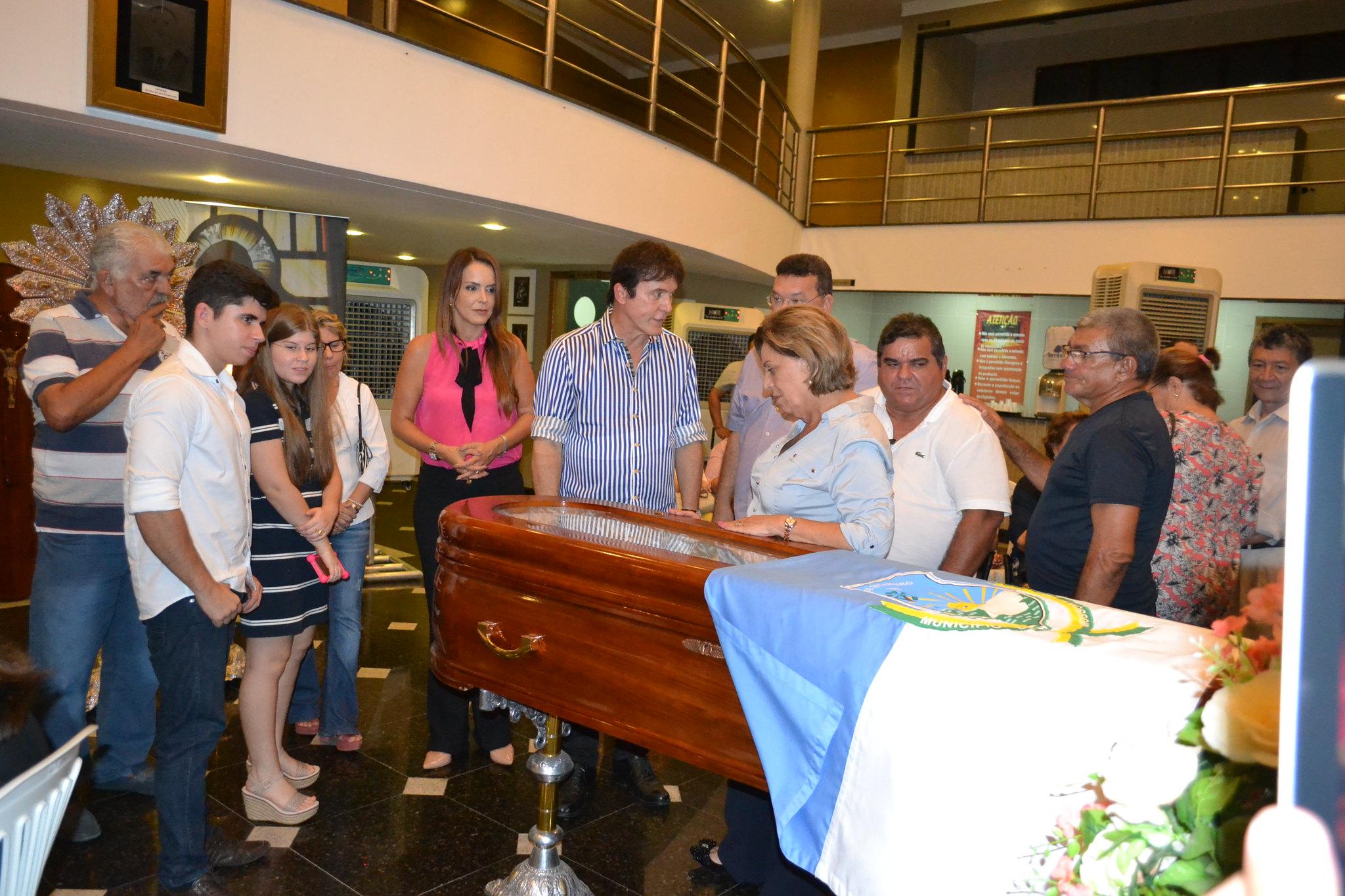Prefeita Rosalba Ciarlini e governador Robinson Faria participam de velório do ex-prefeito João Newton da Escóssia