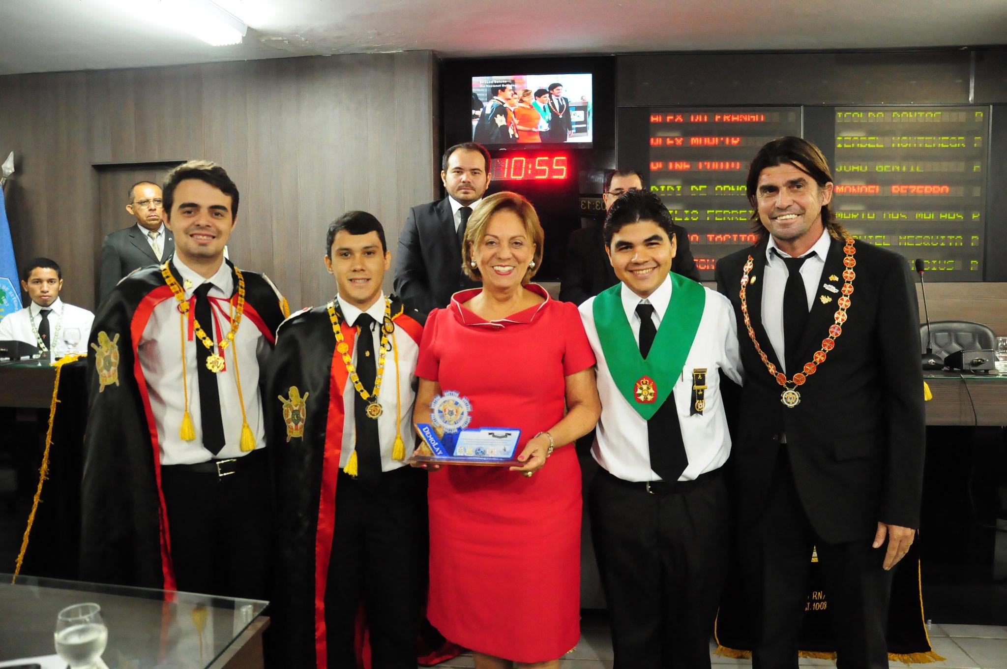 Prefeita Rosalba Ciarlini recebe comendas de homenagens maçônicas