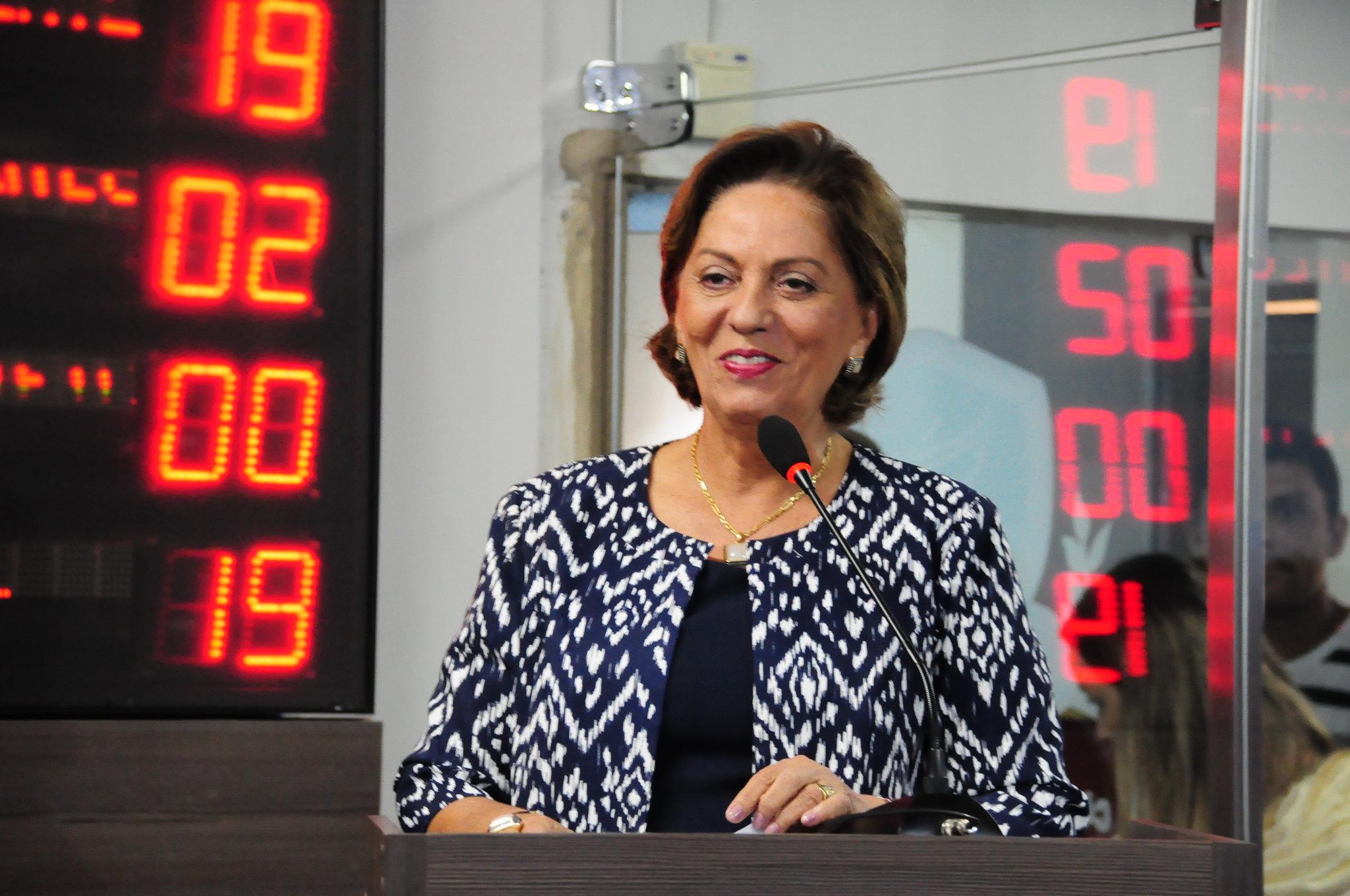Prefeita Rosalba Ciarlini é homenageada em sessão solene da Câmara Municipal
