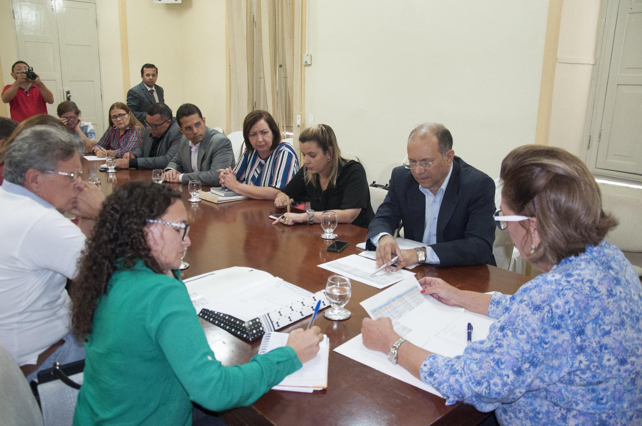 Prefeita apresenta proposta para conclusão de pagamentos pendentes de dezembro e volta a se reunir com o Sindiserpum no final da tarde