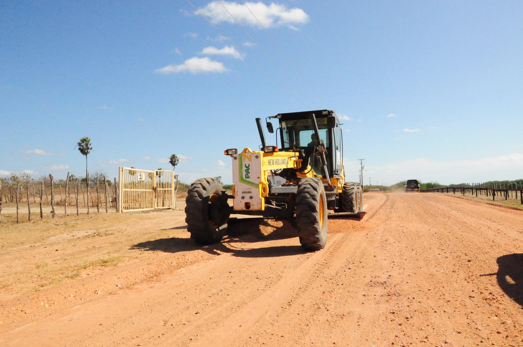Prefeitura realiza manutenção nas estradas vicinais